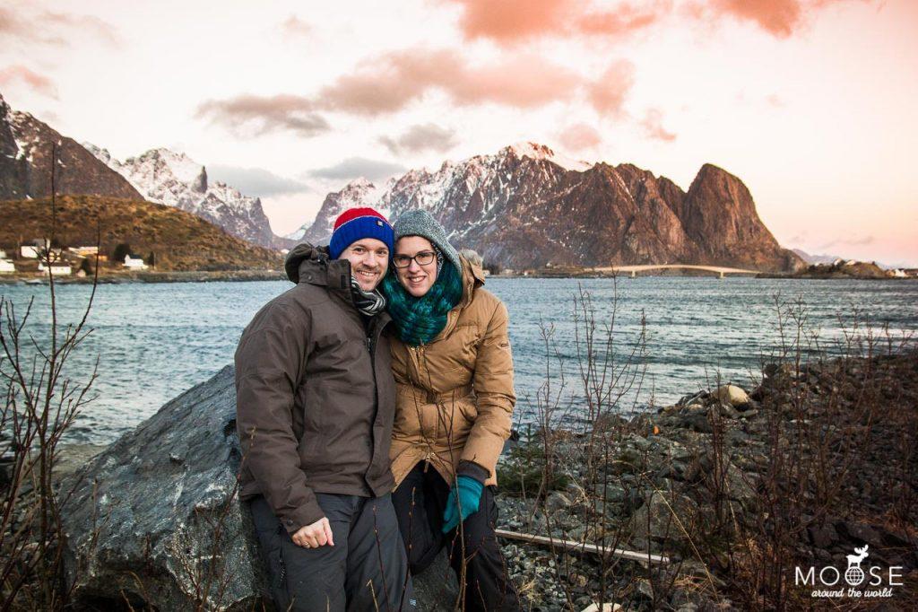 Trondheim Lieblingsstadt Mann und Frau vor Gebirge