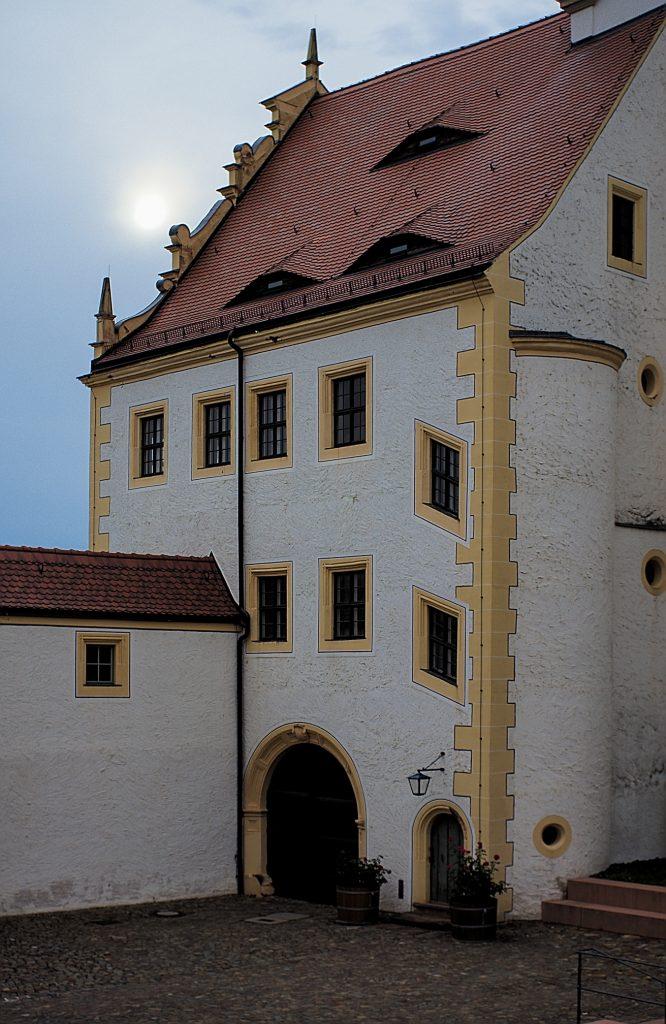 Eingnag zum Teil des Schlosses wo das Gefangenenlager war