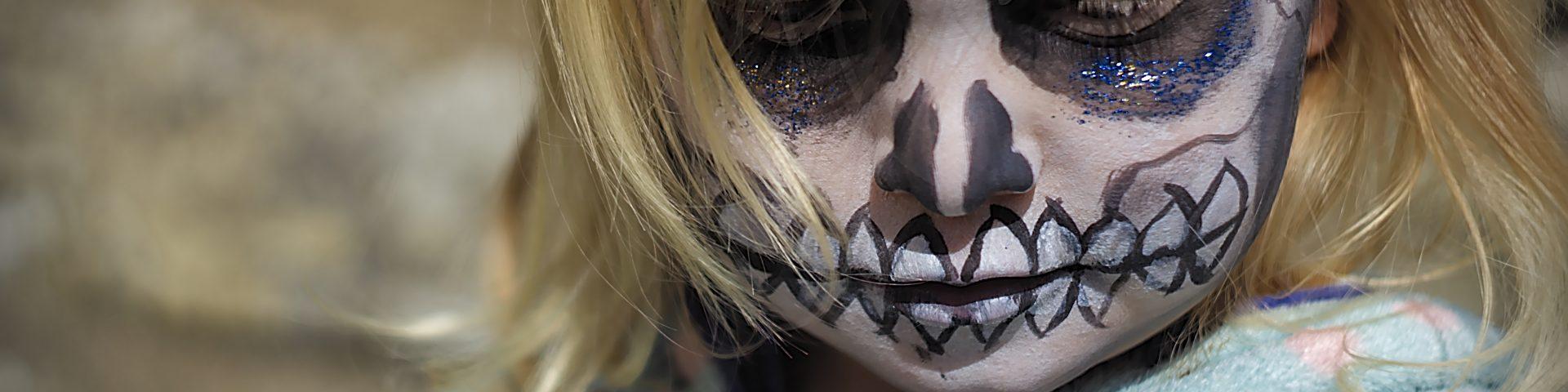 Kind geschminkt Totenkopf Fotoparade 2019