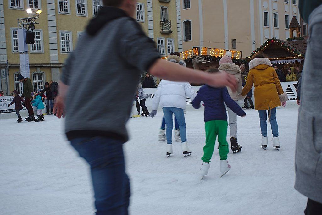 Eislaufbahn schlesischer christkidelmarkt zu görlitz