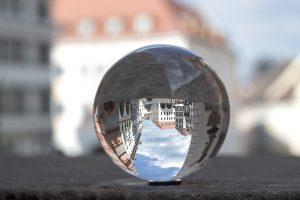Glaskugel Görlitz 3Jahre mit Kind im Rucksack